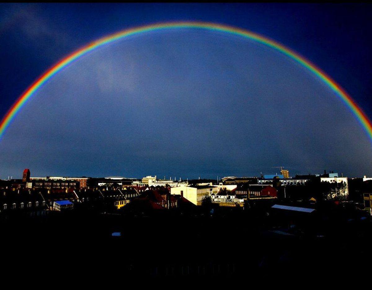Faktisk er en regnbue ikke bare en bue men en cirkel. Foto: Scanpix