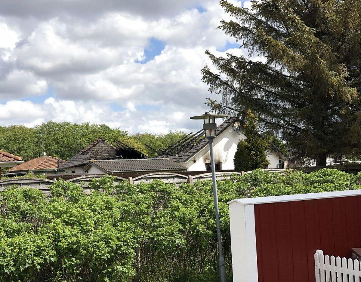 Det er endnu uklart, præcis hvad der er sket – og politiet vil kun omtale branden som mistænkelig. Huset er – som billedet viser – brændt ned. (Foto: John Randeris/Ritzau Scanpix)