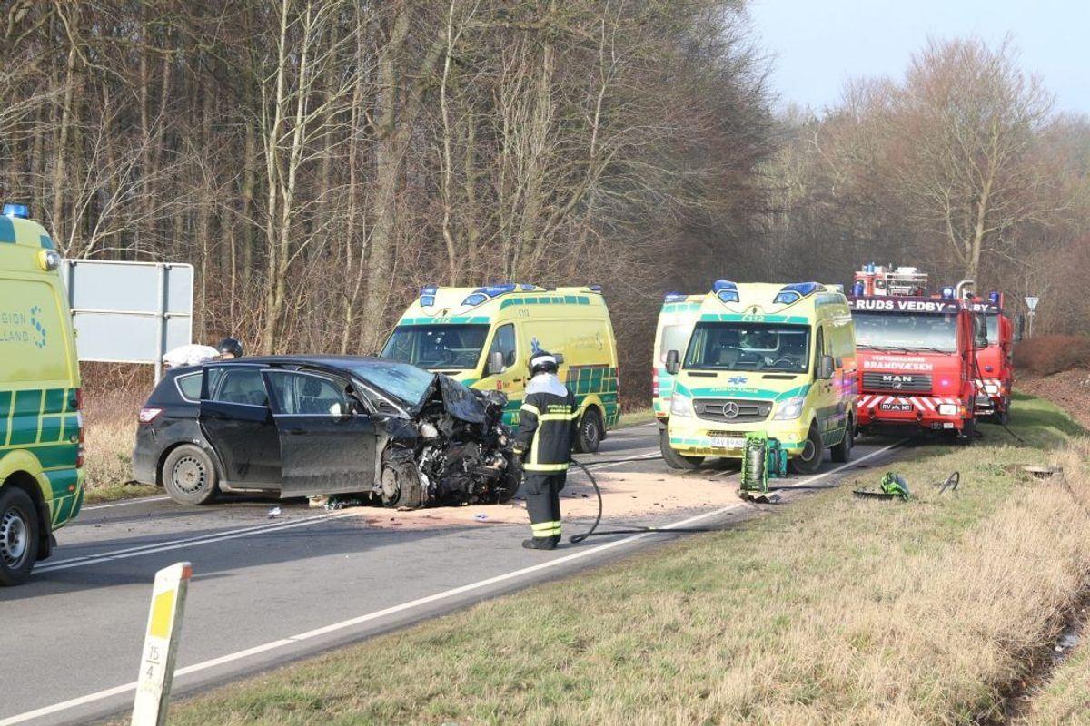 Den 59-årige mand blev dræbt i den voldsomme ulykke. Foto: Presse-fotos.dk. KLIK VIDERE OG SE FLERE BILLEDER FRA ULYKKEN.