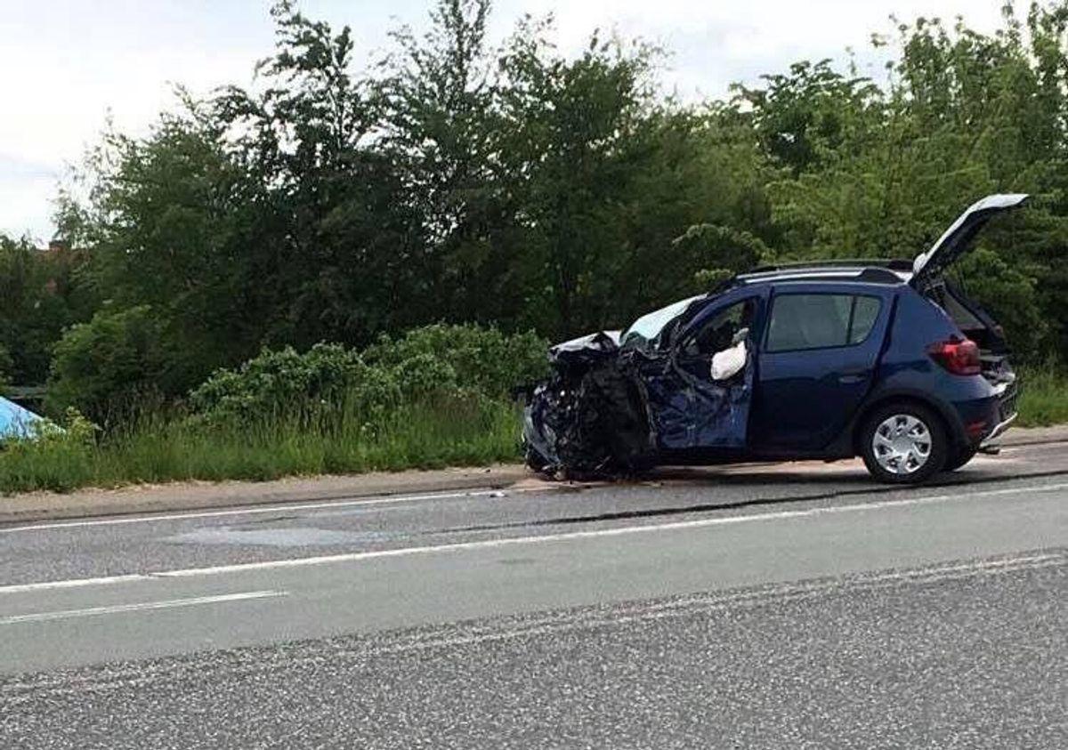 En lastbil kørte i grøften, og nu tyder det på, at der er tale om et sprituheld. KLIK for flere billeder. Foto: Presse-fotos.dk