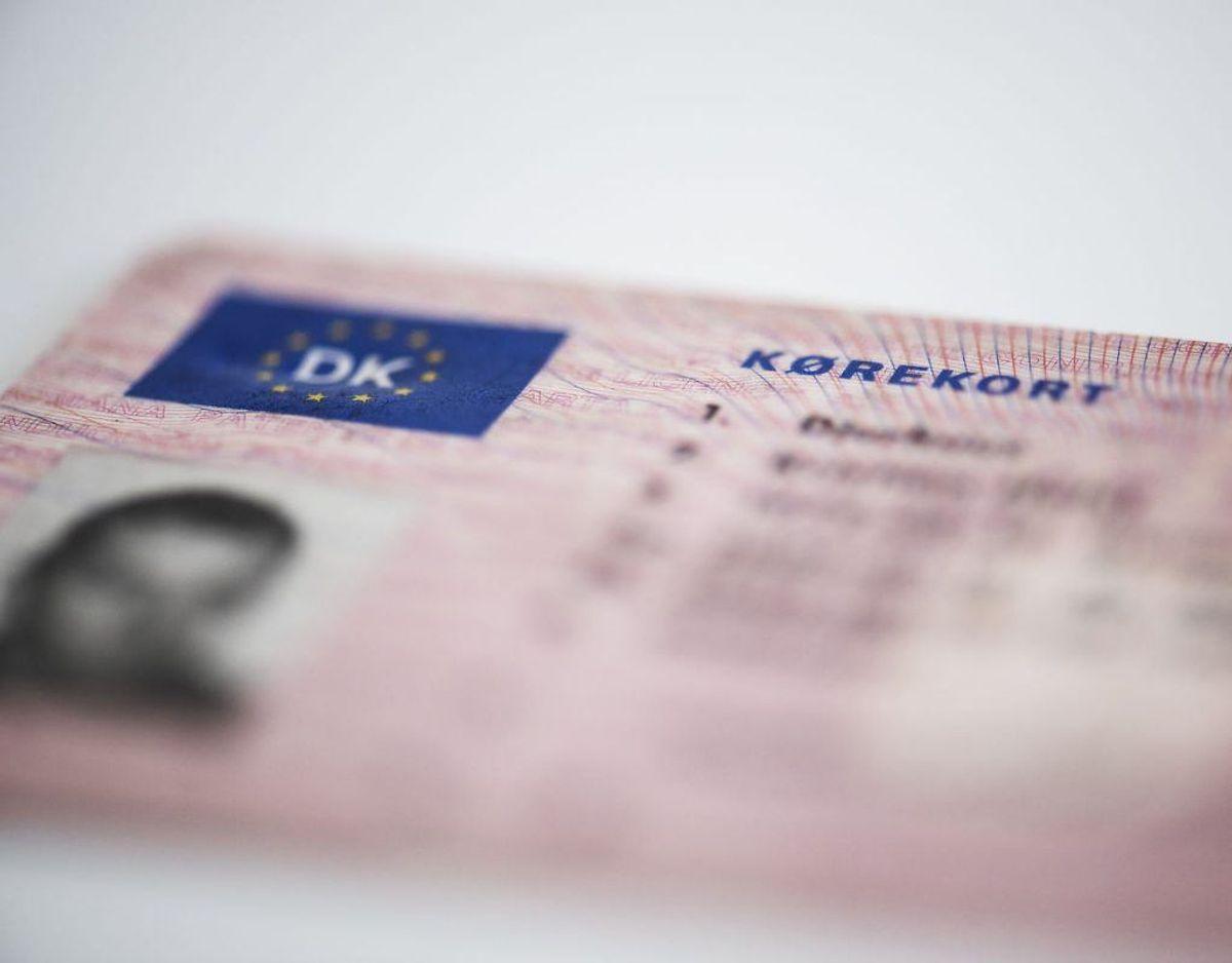Er dit kørekort slidt, så skal du få det skiftet. Arkivfoto: Scanpix