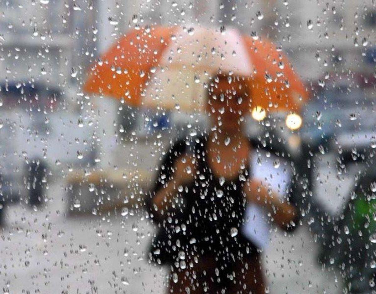 August byder på et mere skiftende vejr, hvor tørre, solrige og varme perioder afløses af frontpassager vestfra med skyer, en del regn og lavere temperaturer.
