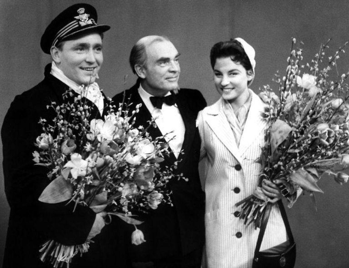 Sangerne Gustav Winckler (tv) og Birthe Wilke blev nummer tre ved Eurovision i 1957 med sangen 'Skibet skal sejle i nat'. Foto: Scanpix