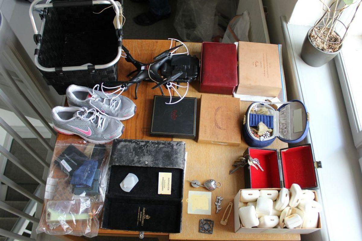 Politiet mangler ejerne til en lang række tyvekoster. KLIK og se, om du kan genkende en eller flere af tingene. Der er alt fra sko over smykker til værktøj. Foto: Politiet.