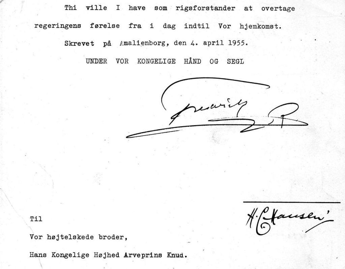 Arveprins Knud fungerede, indtil Margrethe blev myndig, som rigsforstander. I dette brev betror Kong Frederik sin bror regeringens førelse i sit fravær. Foto: Scanpix