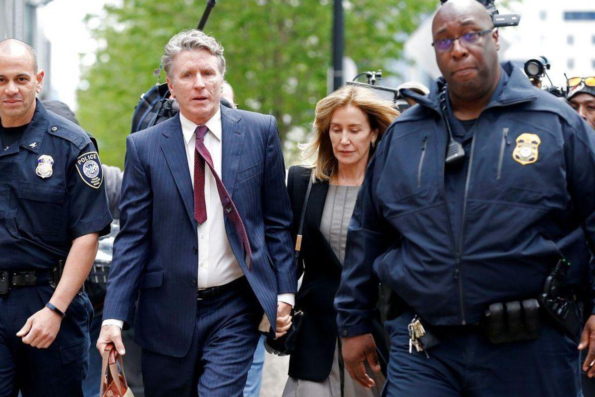Skuespilleren Felicity Huffman har erkendt sig skyldig i bestikkelse. Hun risikerer fire måneders fængsel. KLIK For flere billeder. Foto: Katherine Taylor/Scanpix.
