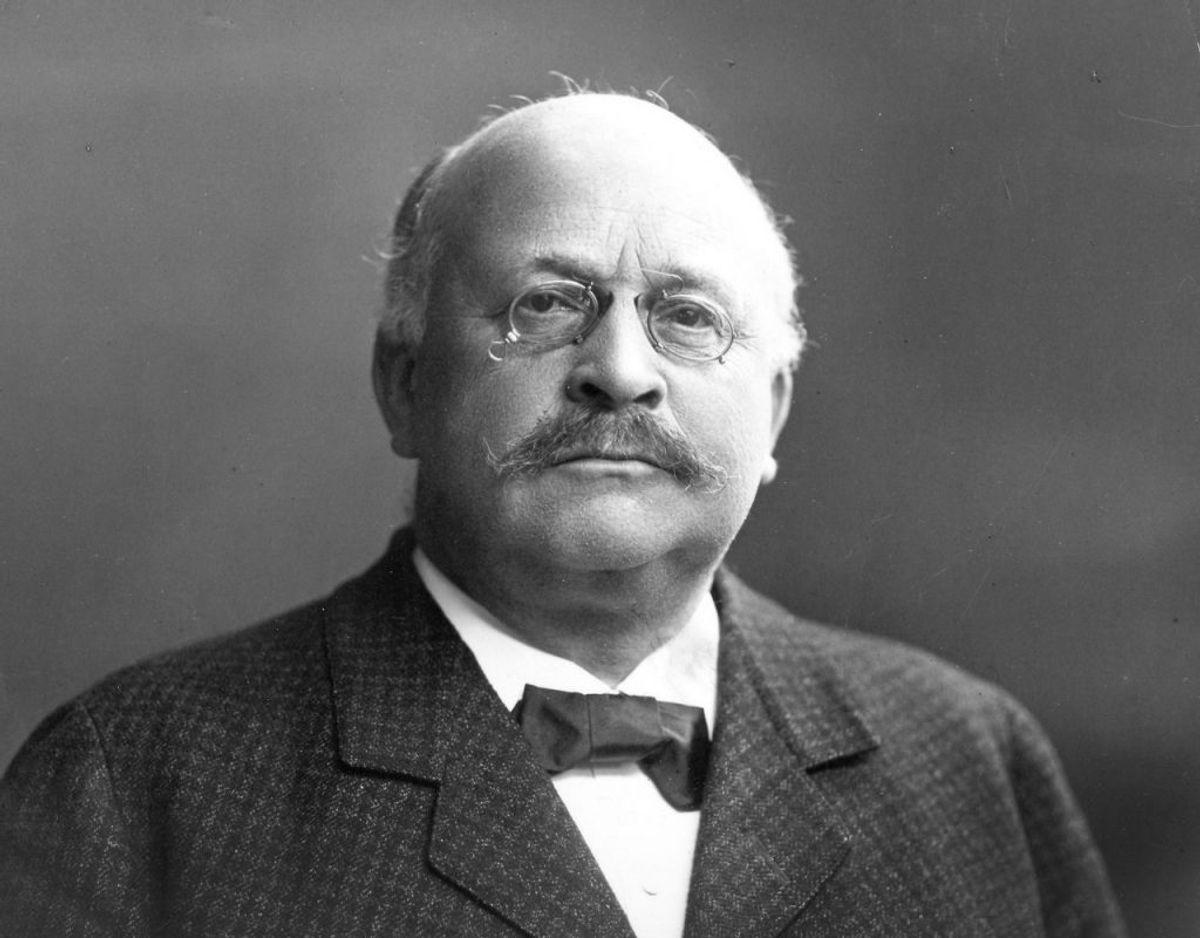 Tidligere justitsminister P.A. Alberti fik helt tilbage i 1910 frataget alle sine ordener efter han blev taget i en af danmarkshistoriens største bankskandaler. (Foto: Scanpix)