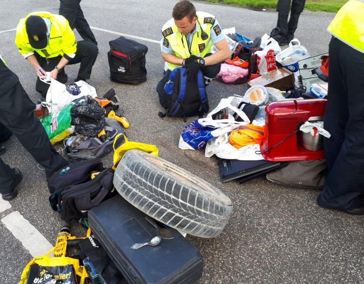 Syd- og Sønderjyllands Politi foretog kriminalitetskontrol nær grænsen, hvor de tog flere billister med besiddelse af tyvekoster. Klik videre for flere billeder. Foto: Syd- og Sønderjyllands Politi