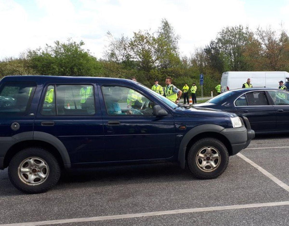 Syd- og Sønderjyllands Politi var massivt tilstede ved kontrollen. Men også Toldstyrelsen var repræsenteret. Foto: Syd- og Sønderjyllands Politi.