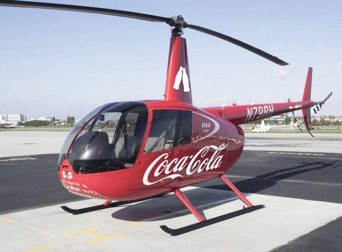 Coca-Cola sender helikopterne i luften. Klik videre og se, hvor og hvornår du kan møde den. Foto: PR