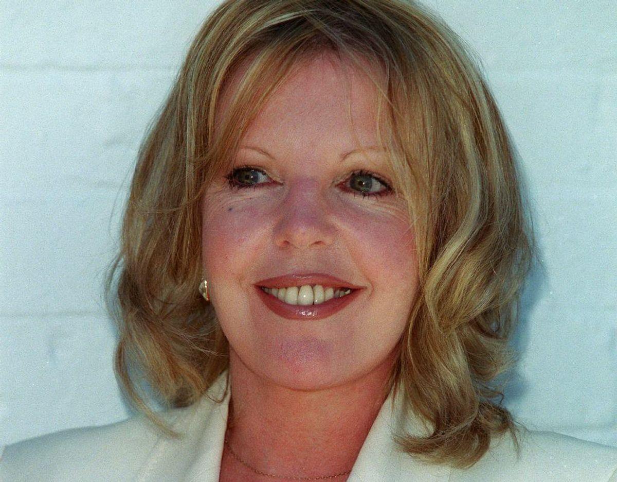 Hun er skuespillerinde og hedder Sally Thomsett. Hun er gift med Claus Hede Nielsen – stadig. Foto: Scanpix
