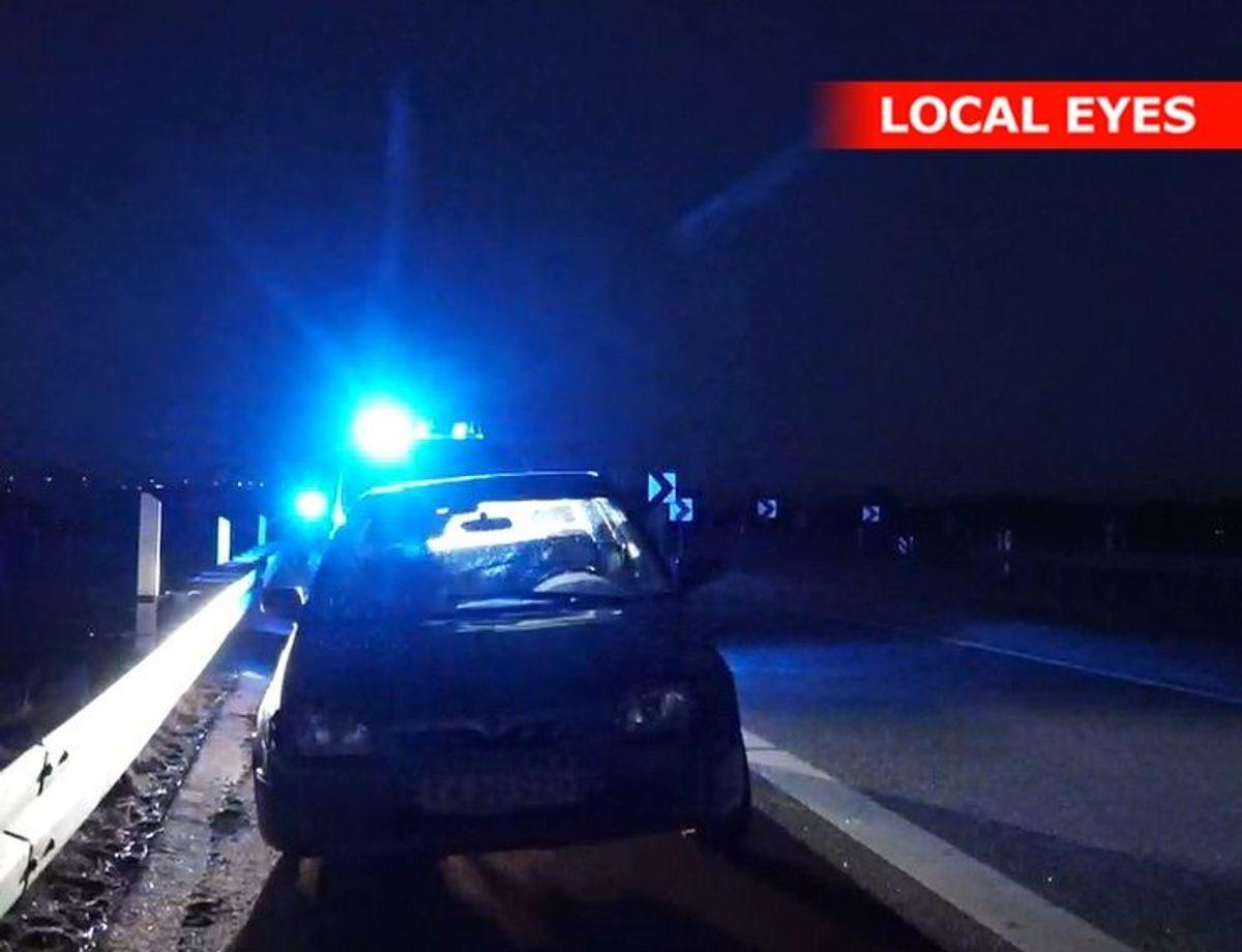 Den 25-årig mand bag rettet på bilen med kun tre fungerende hjul, havde ikke noget kørekort. Foto: Local Eyes. KLIK VIDERE OG SE FLERE BILLEDER.