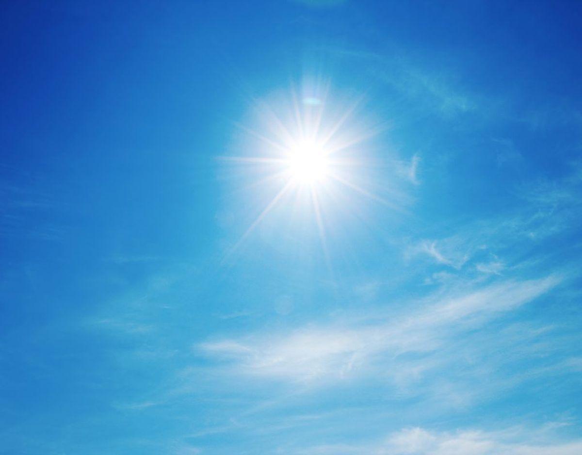Det føles nærmest som sommer – og det varme vejr fortsætter ifølge DMI.