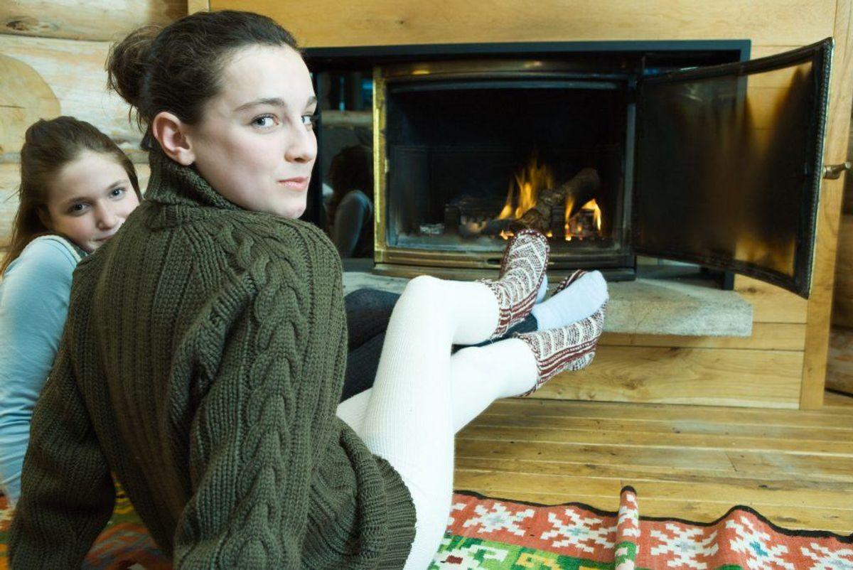 Din lækre sweater er fyldt med de trælse, små fnuller-knuser. Brug en køkkensvamp og gnid blidt. Foto: Colourbox.