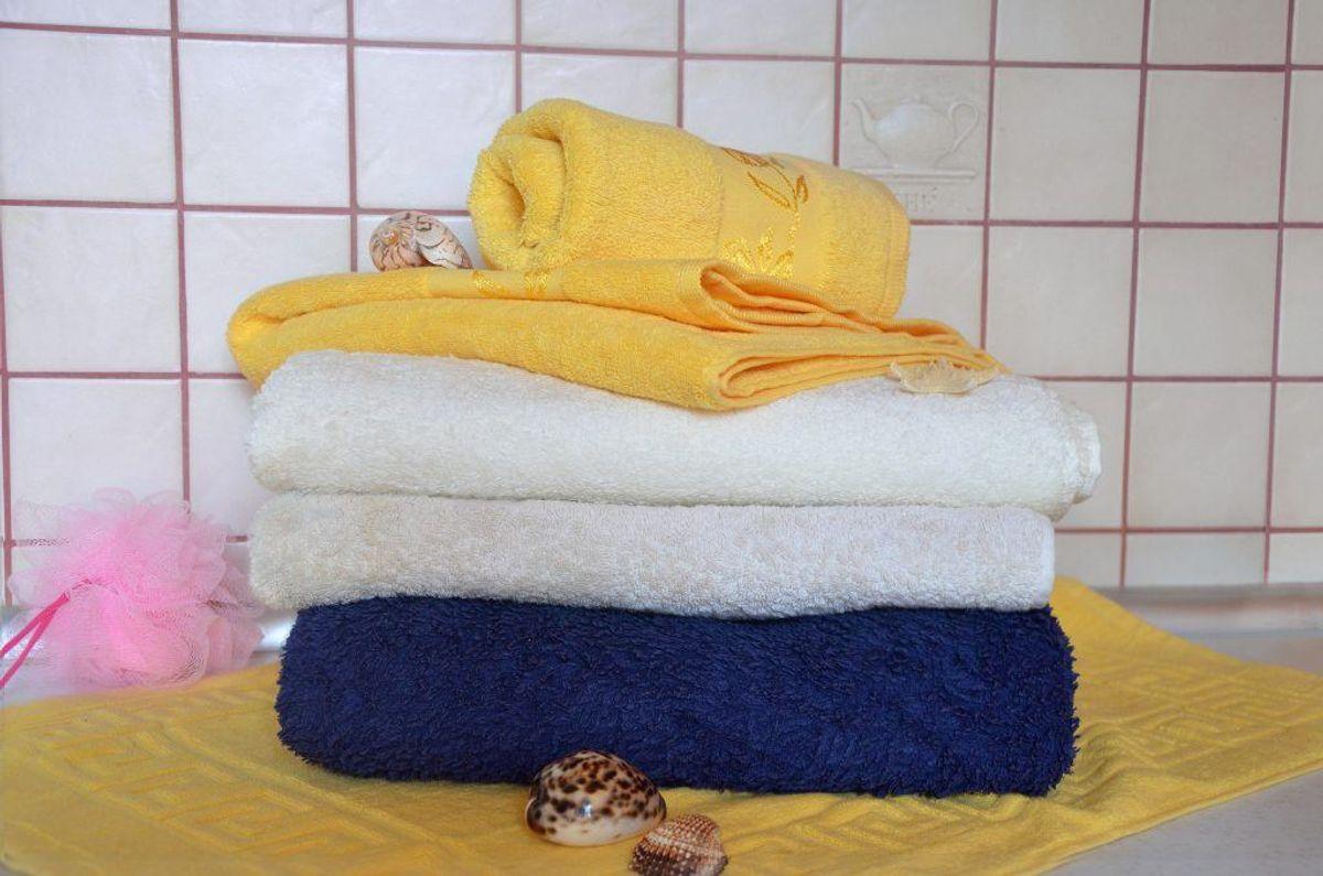 Er dine håndklæder stive på grund af hårdhed i vandet i dit område? Så vask dem på højeste temperatur. Tilsæt en kop ammoniak – og intet andet. Igen bliver de bløde og lækre. Foto: Colourbox.