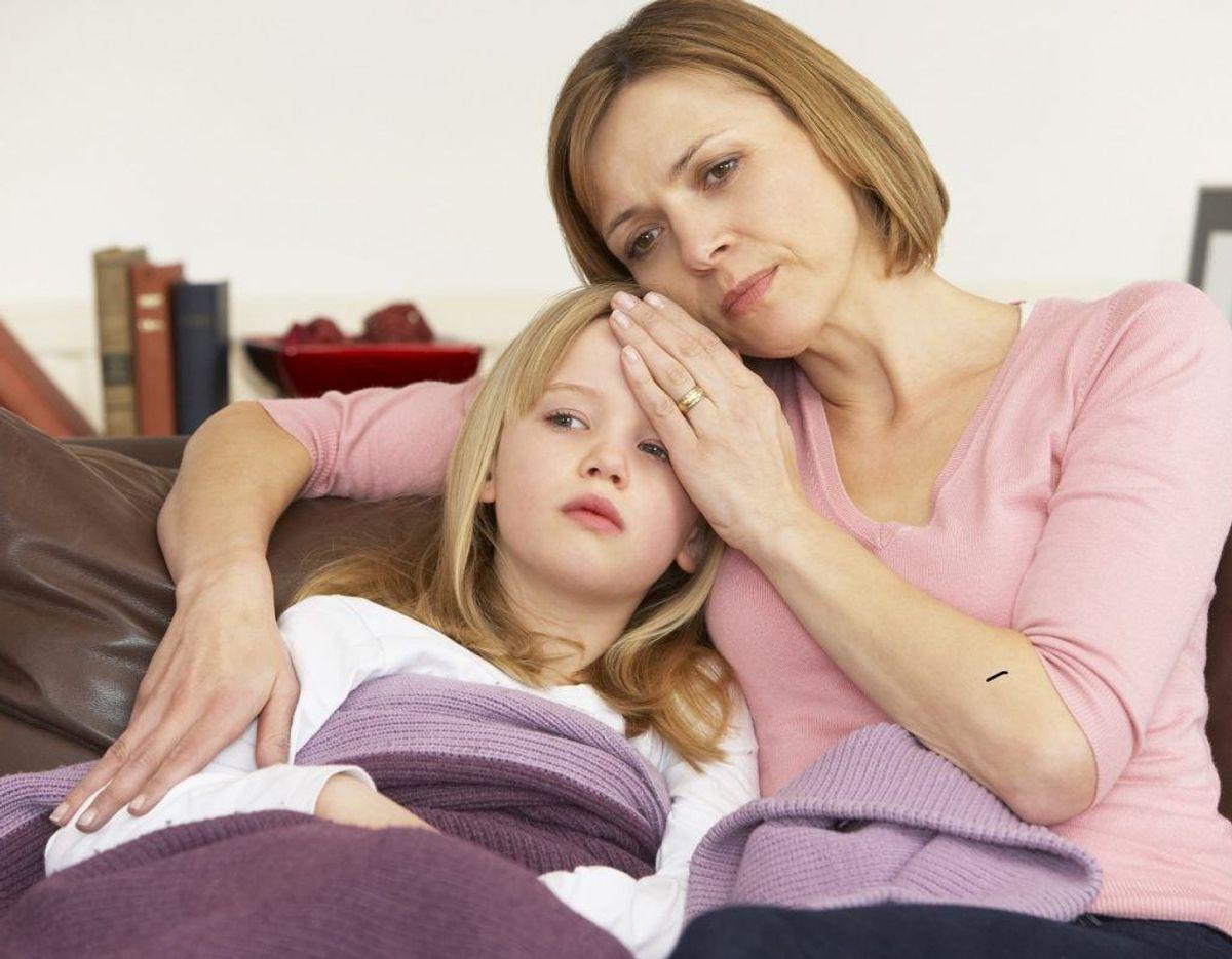 Det er bedst at sidde eller stå under et anfald af halsbrand. Halsbranden forværres, når du lægger dig ned. Foto: Colourbox. Kilde: Samvirke