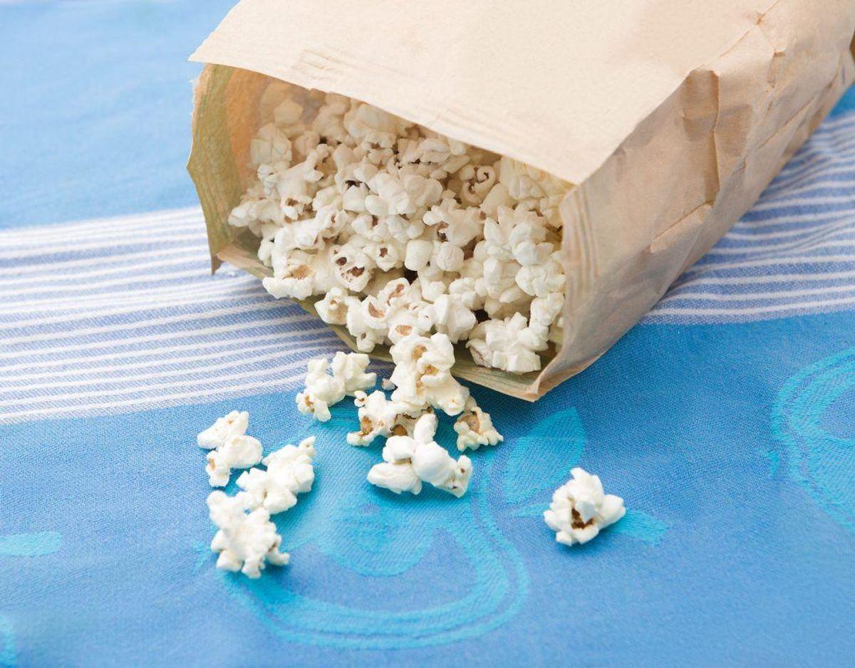 Nyder du popcorn? Så skal du måske tænke dig om. Poserne indeholder nemlig de farlige stoffer. Foto: Scanpix
