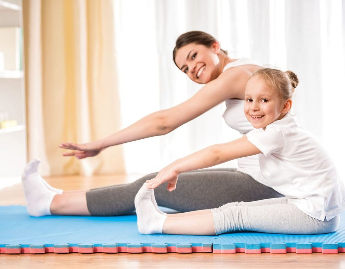 Få 30 minutters moderat fysisk aktivitet om dagen. Pas på med tunge løft, der belaster bækkenbund og ryg, og vær forsigtig med aktiviteter med risiko for hårde stød på maven eller voldsomme fald. Undgå dykning. Vedligehold og styrk bækkenbundsmusklen med knibeøvelser.