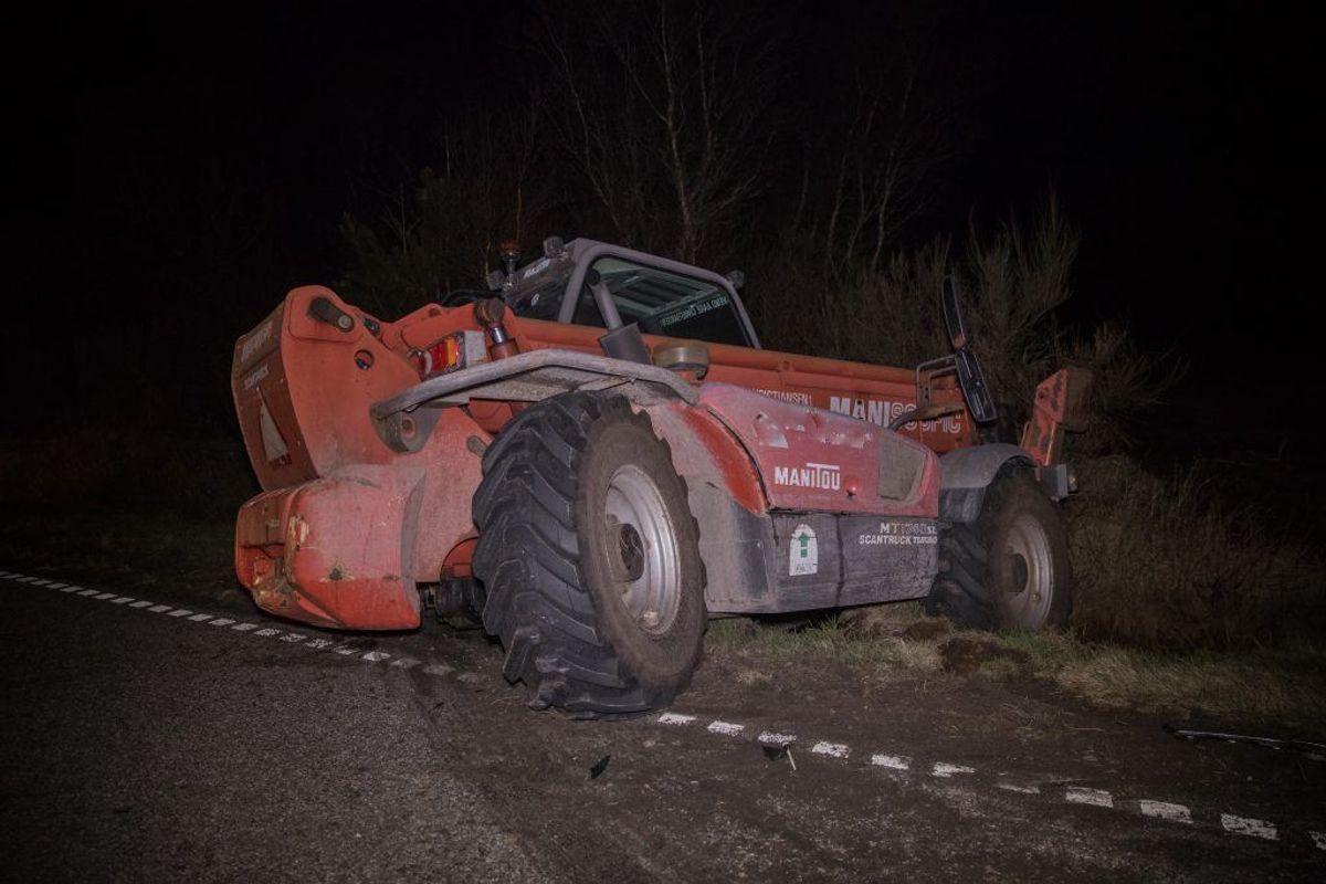 Den 77-årige mand kørte ifølge politiet med meget høj hastighed op bag i en 12 ton tung frontlæsser. Foto: Rasmus Skaftved.