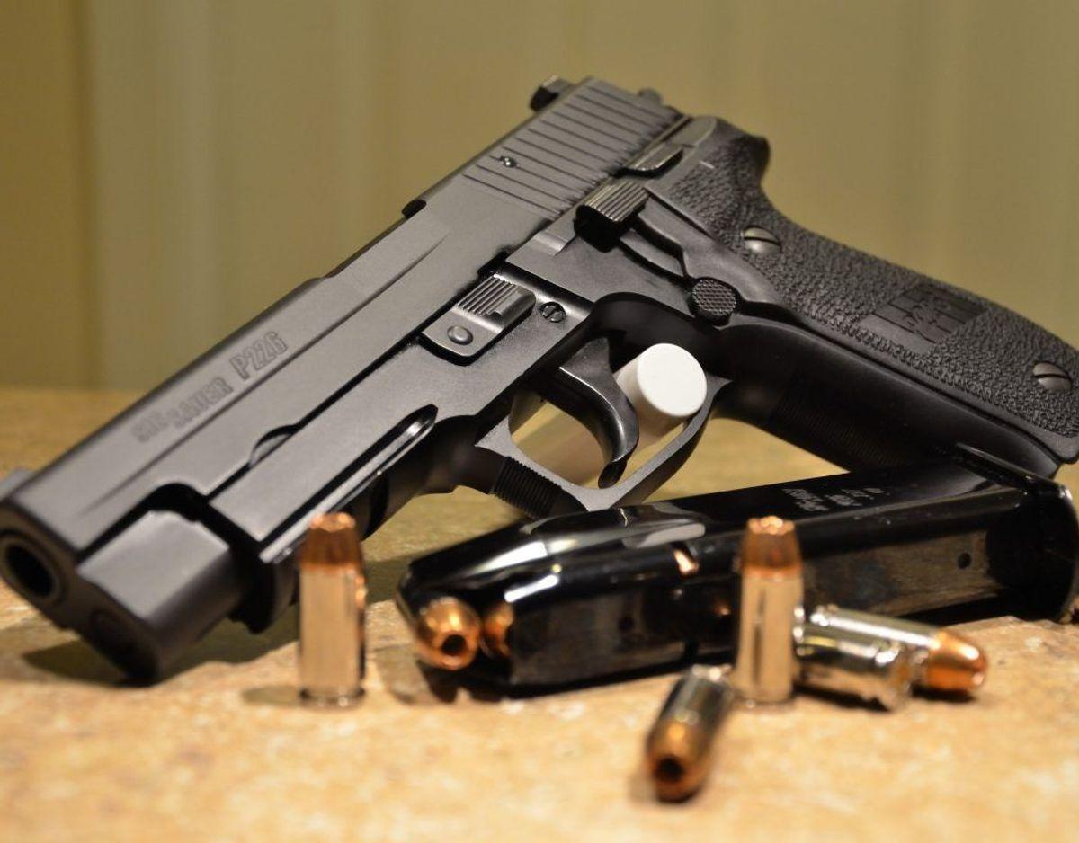 Blandt de pistoler, britiske soldater bruger i Afghanistan, finder man Sig Sauer P226. Foto: Wikimedia Commons/BankingBum-