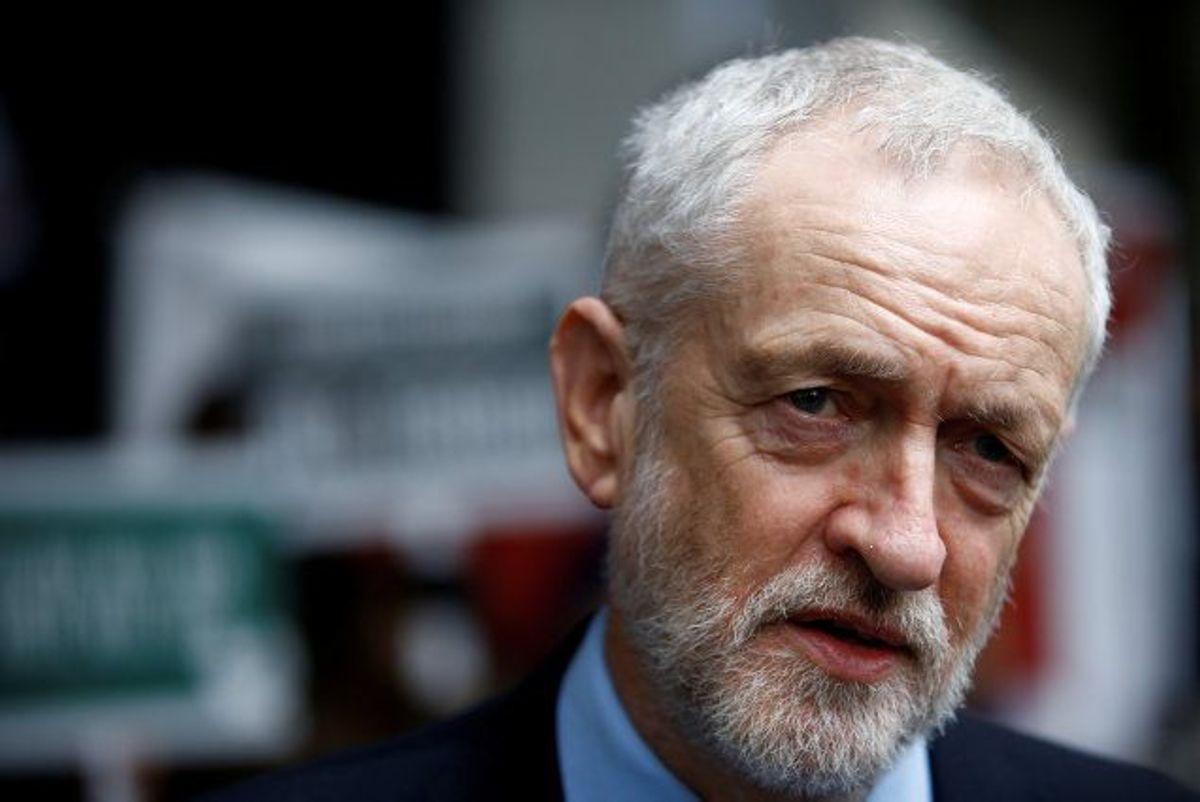 """Den britiske oppositionsleder, Jeremy Corbyn fra arbejderpartiet Labour, siger, at han er """"chokeret"""" over en video, hvor man ser britiske soldater skyde til mål efter et portræt af ham. Foto: Henry Nicholls/Reuters"""