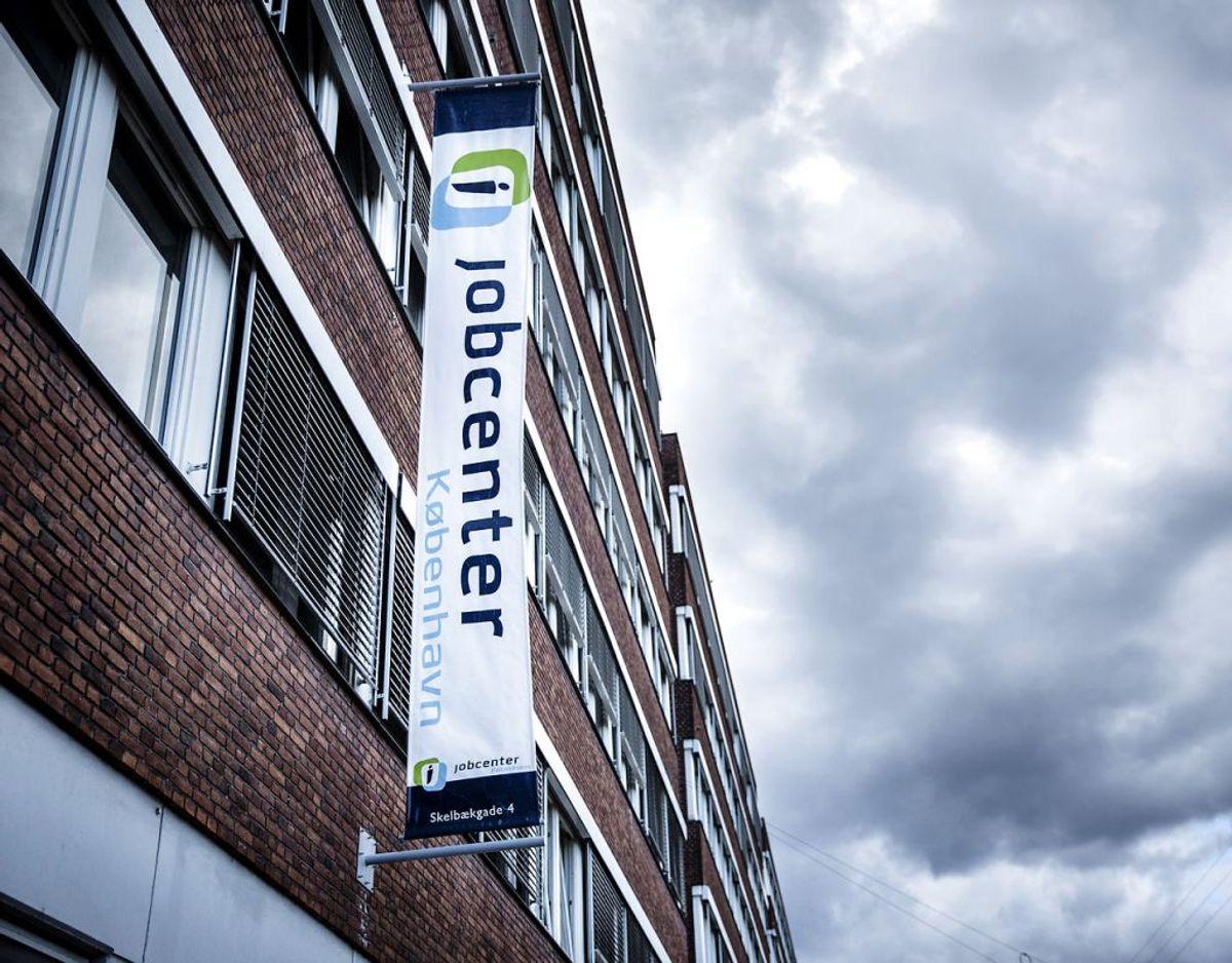 Et nyt opholdskrav for dagpenge træder i kraft: Kravet indfases over tre år og er fuldt indfaset i 2021. Fra 1. januar er opholdskravet 5 ud af 12 år, i 2020 bliver det 6 ud af 12 år, og i 2021 bliver det 7 ud af 12 år. Enkelte ophold i udlandet sidestilles med, at man opholder sig i Danmark. Det gælder eksempelvis, hvis man arbejder på et dansk skib eller er i udlandet som ansat i en dansk virksomhed, filial eller datterselskab.