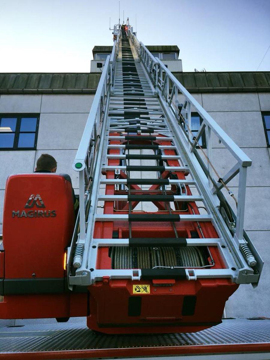 30 meter til toppen. Foto: Beredskab Øst.