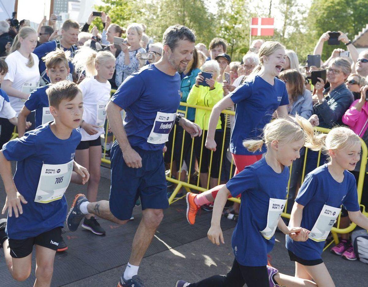 Den ellers så aktive løber Kronprins Frederik skal alligevel ikke løbe med ved VM i Cross. Foto: Scanpix