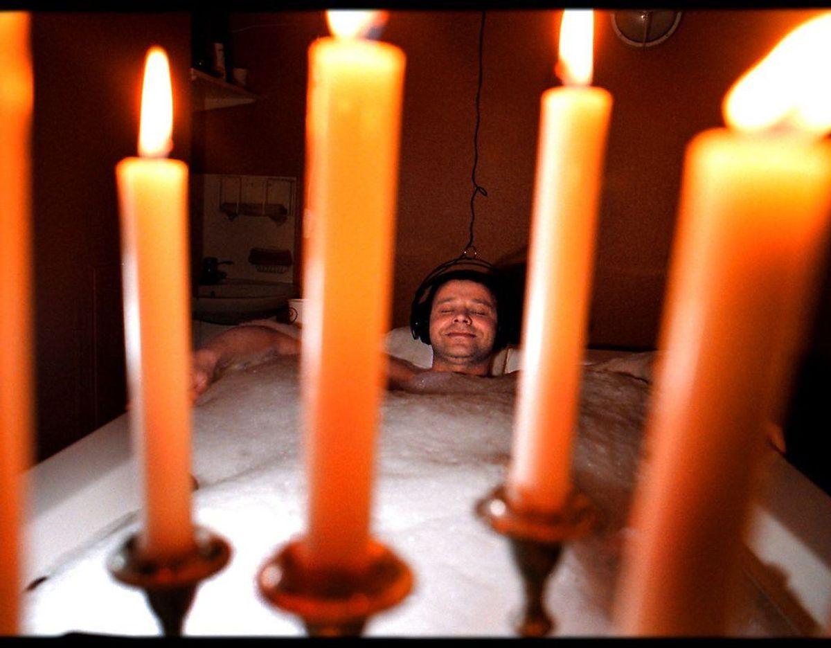 Er badevandet mere end 38 grader varmt, kan det betyde rødmen og hudirritation. Foto: Scanpix