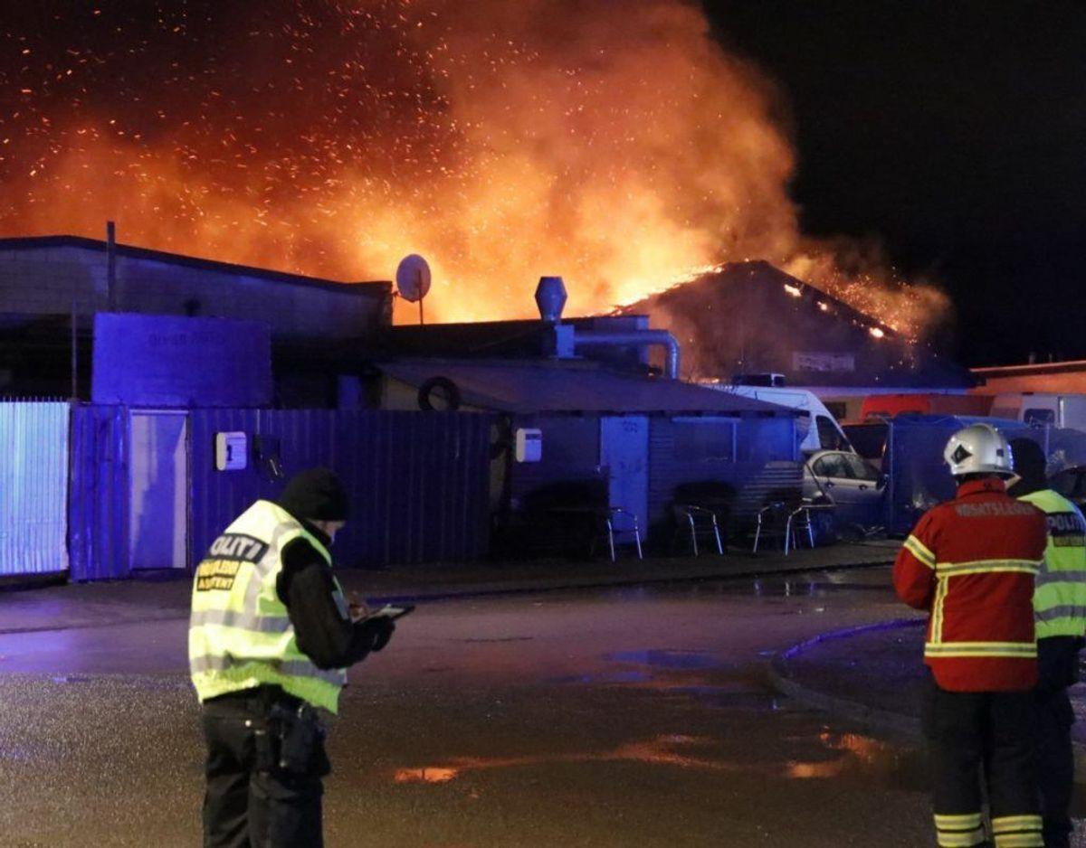Politiet blev også tilkaldt. Det er uvist, hvad de har at sige om sagen. Foto: Presse-fotos.dk.