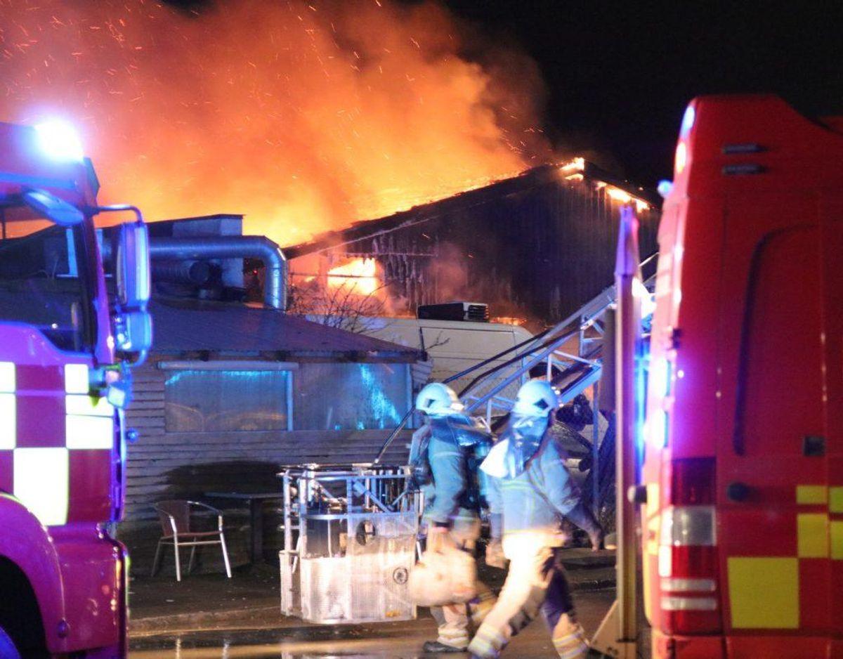 Brandvæsnet bekæmpede branden hen over de kommende timer. Torsdag morgen var der styr på situationen. Foto: Presse-fotos.dk.