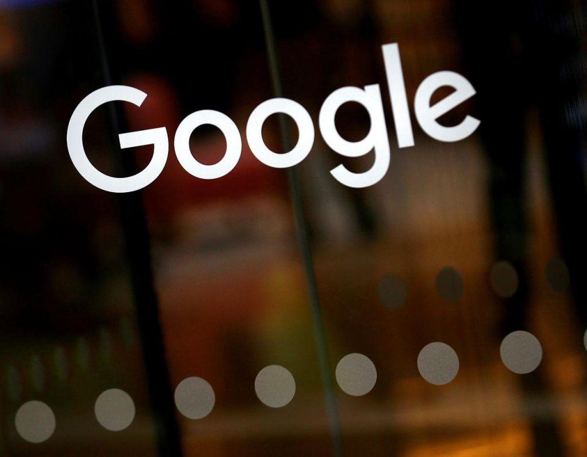 Er du aktiv af Googles tjenester, kan du forvente, at Google ved, ved du hedder, hvornår du har fødselsdag, og kender til dit køn. Google husker også, hvad du søger på, og hvor du har været med din telefon. Foto: Scanpix/Hannah McKay. KLIK VIDERE OG LÆS HVAD ORACLE ANKLAGER GOOGLE FOR OGSÅ AT VIDE.