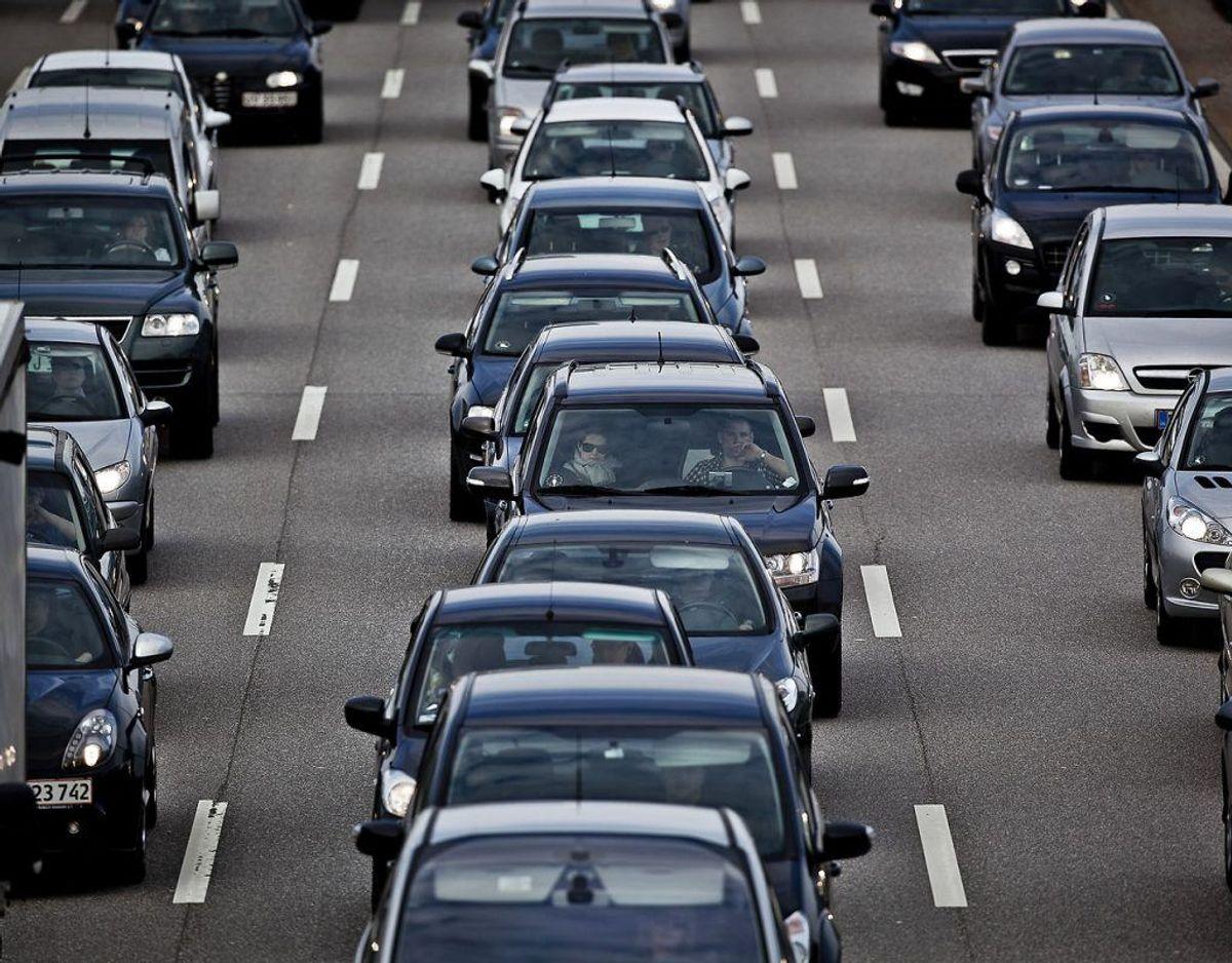 Der er trængsel på mange danske veje og motorveje, og det skal der ifølge regeringen og Dansk Folkeparti laves om på. Klik videre og se de kommende projekter. Foto: Scanpix