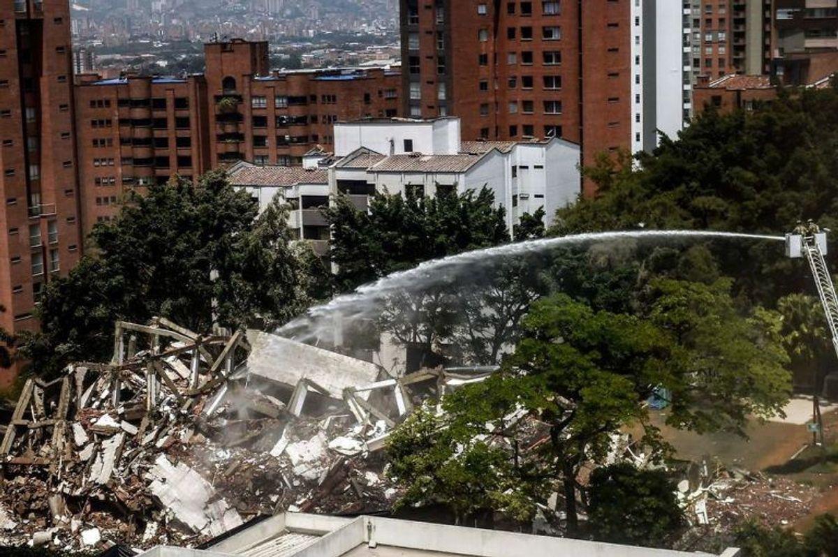 Narkobaronens 6-etagers lejlighedskompleks blev sprængt i luften. Klik for flere billeder. (Foto: Scanpix)