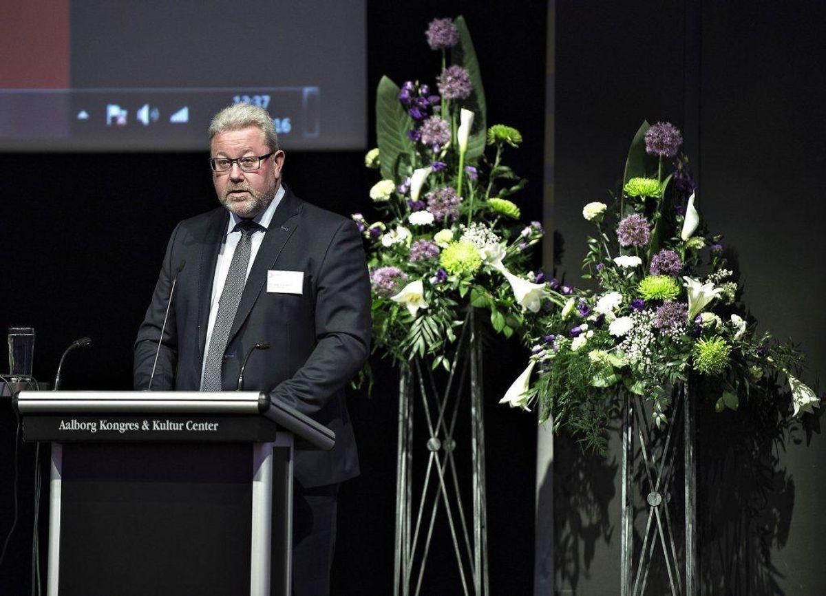 Direktør Claus E. Petersen, Den Jyske Sparekasse, på talerstolen. Her har man en fremgang på 907 kunder. Foto: Henning Bagger/Scanpix 2016)