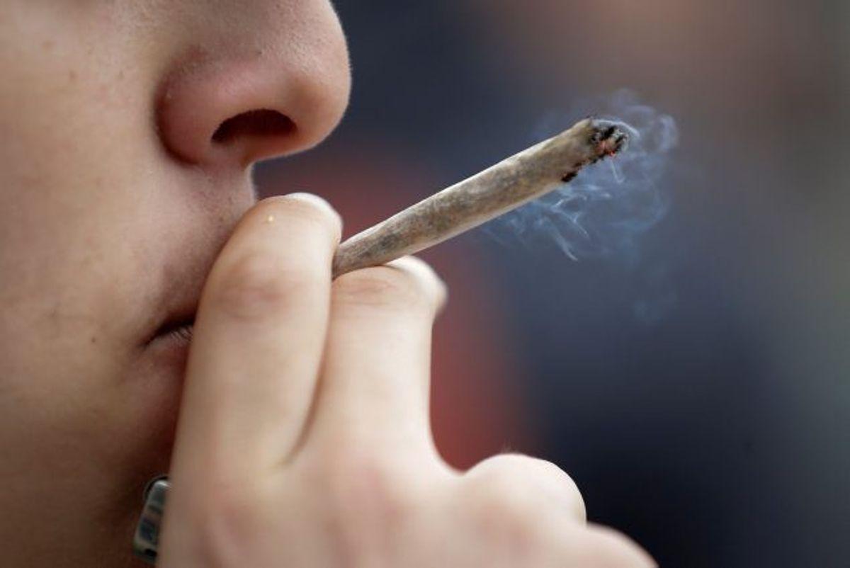 Et forbud mod hash vil ifølge en analyse mindske andelen af depressioner hos unge mennesker i 20 og 30 års-alderen med 7 procent. (Arkivfoto) Foto: Thomas Samson/AFP