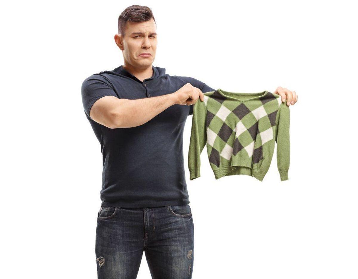 Ser dit tøj også sådan ud efter en tur i vaskemaskinen, så er du på den, hvis det er uld. Til gengæld er der håb, hvis det er et andet materiale. Klik dig videre i galleriet og se selv. Foto: Scanpix / Kilde: onegoodthingbyjillee