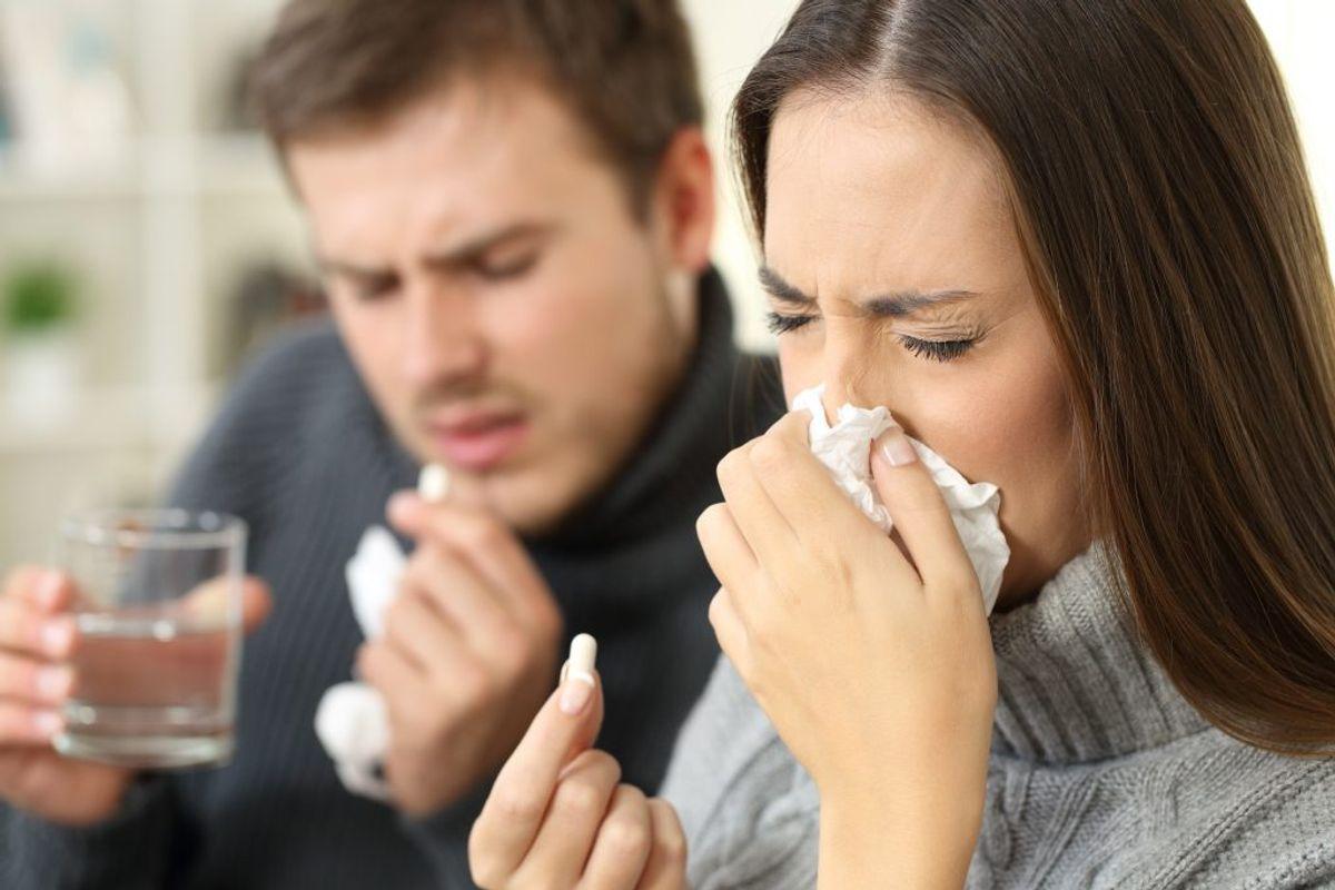 Hvor længe skal du være sengeliggende, hvis du bliver smittet med influenza? Få svaret i artiklen. Klikker du videre, så kan du se, hvordan du UNDGÅR at blive smittet. Foto: Colourbox.