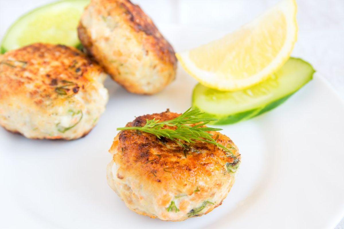 Brug gerne kød fra aftensmaden dagen før i madpakken: frikadeller, hakkebøf, kyllingefileter, fisk, fiskefrikadeller, skiver af steg m.m. Kilde: Fødevarestyrelsen. Arkivfoto.