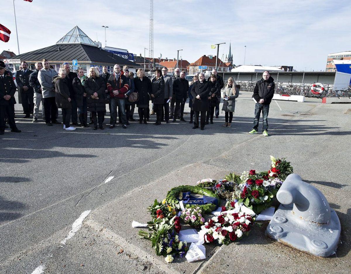 I anledning af 25 året for branden på færgen Scandinavian Star, der kostede 158 døde, blev der afholdt en mindeceremoni på havnen i Frederikshavn hvor færgen skulle være lagt til kaj. Foto: Scanpix.