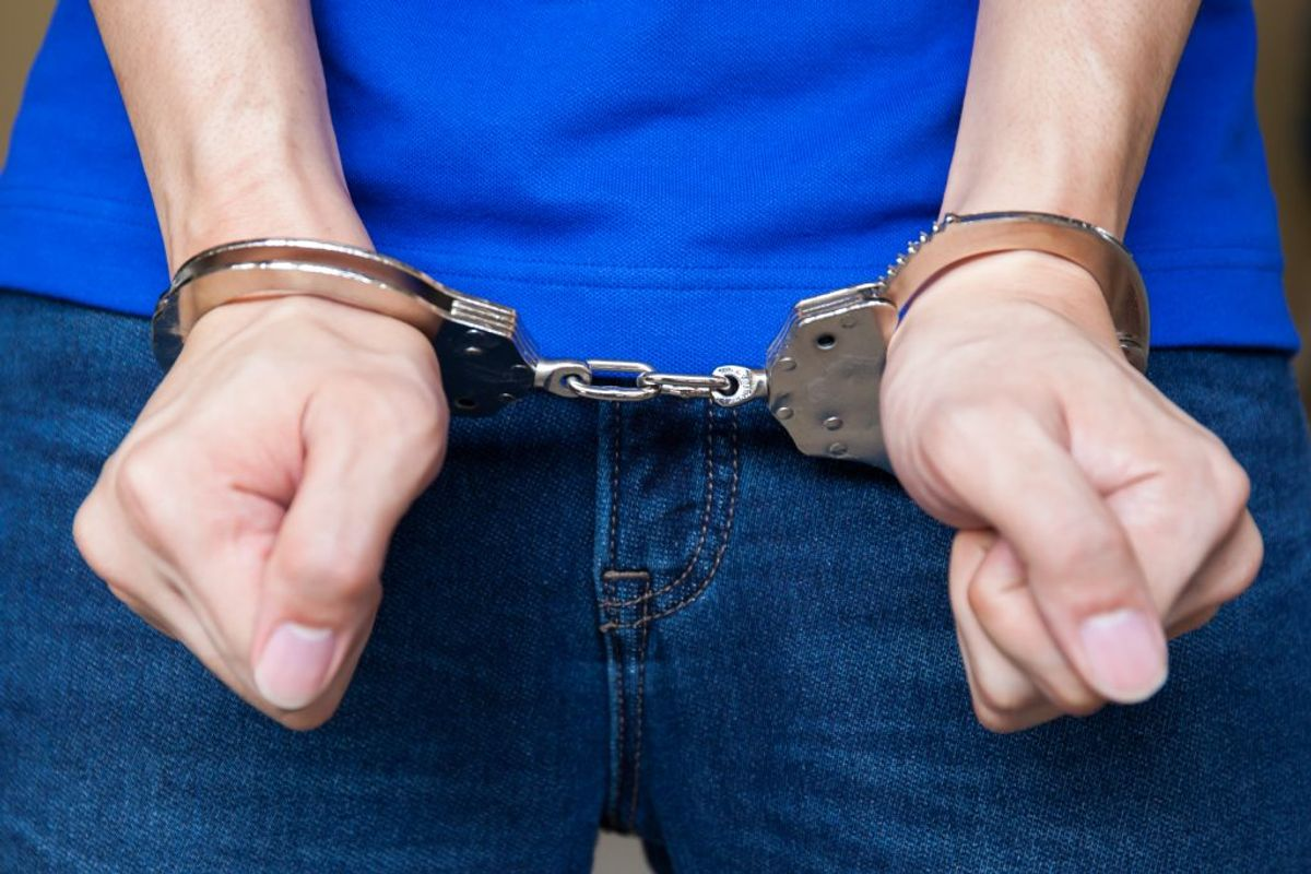En person anholdt for at have bedraget for millioner. Arkivfoto: Colourbox.