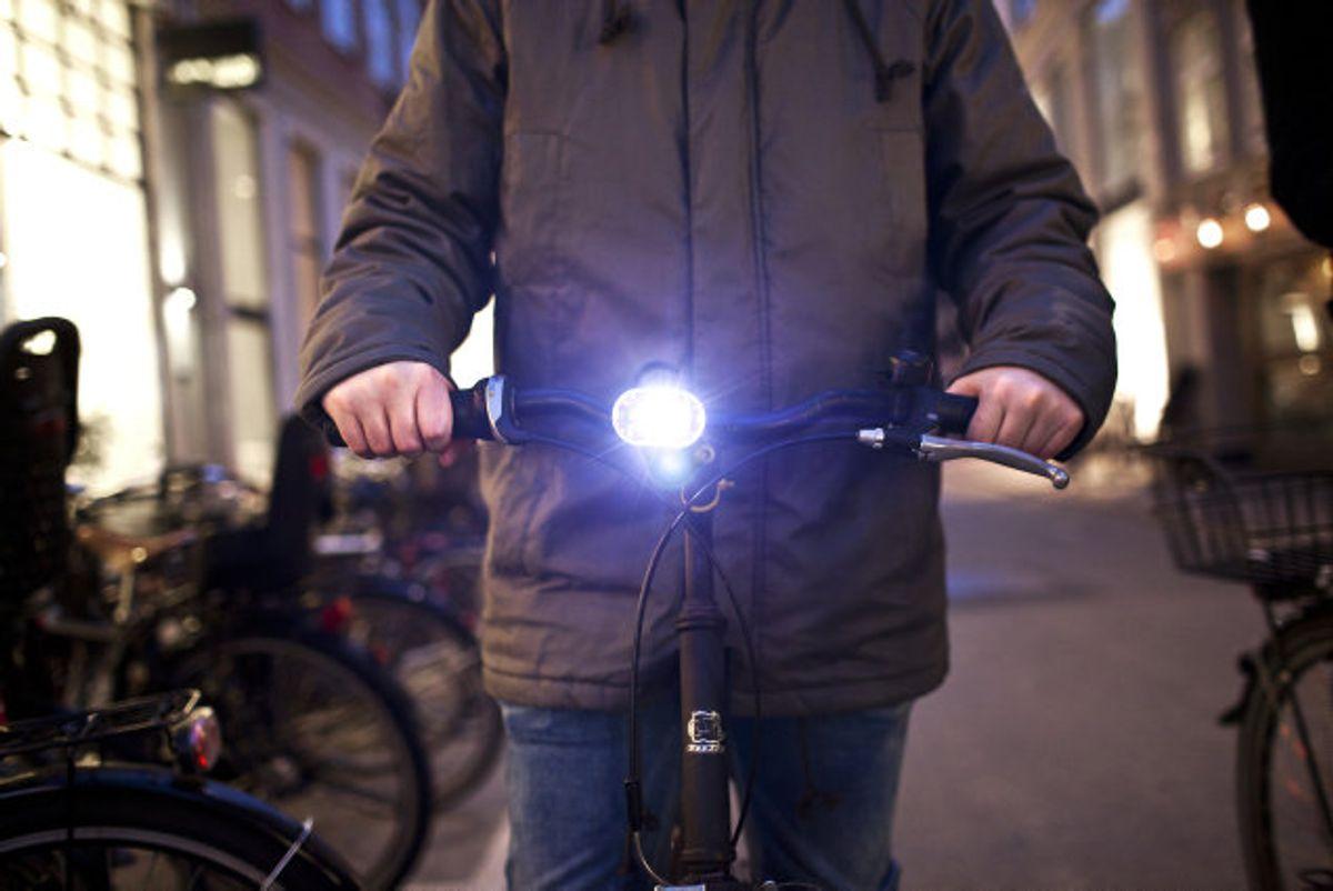 Hvide, blålige og røde cykellygter må gerne blinke med mindst 120 blink i minuttet, mens gule forlygter skal lyse konstant. Foto: Bjarke Bo Olsen/Scanpix