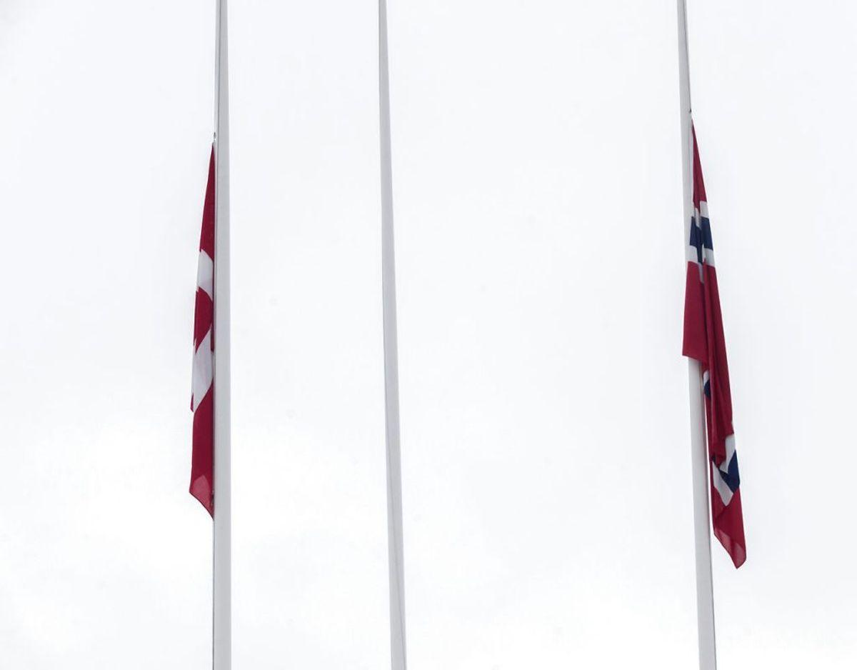 Maren Ueland og Louisa Vesterager Jespersen blev 7. januar mindet med to minutters stilhed  Universitetet i Sørøst i Norge.. Foto: Terje Bendiksby / NTB scanpix. (Foto: Bendiksby, Terje/Ritzau Scanpix)