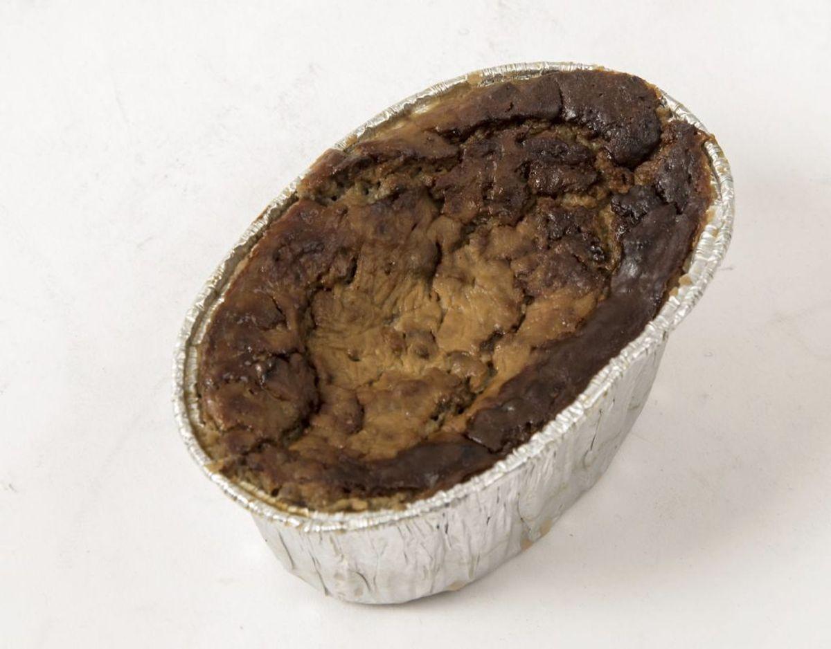 Leverpostej, og andre former for kødpålæg, indeholder meget salt. Vil du skære ned på saltindtaget til din frokost, kan du begynde at spise rester fra aftensmaden, hvor du selv styrer saltmængden i maden. Foto: Scanpix.