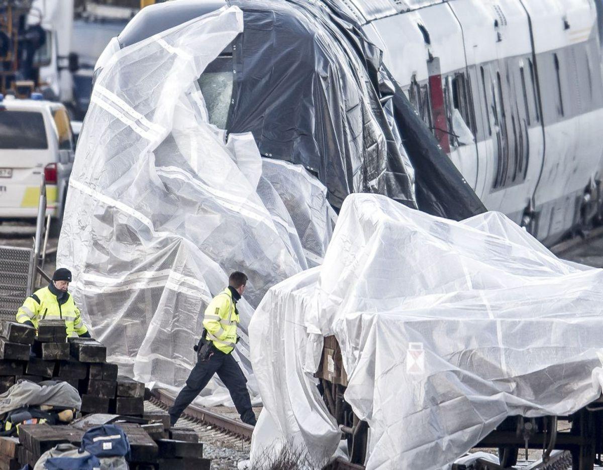 Ulykken kostede otte mennesker livet. Årsagen til ulykken er endnu ukendt, men en ny undersøgels peger på, at der var fejl på de mekanismer, der skulle holde godset på plads på godsvognene. Foto: Mads Claus Rasmussen/Ritzau Scanpix.