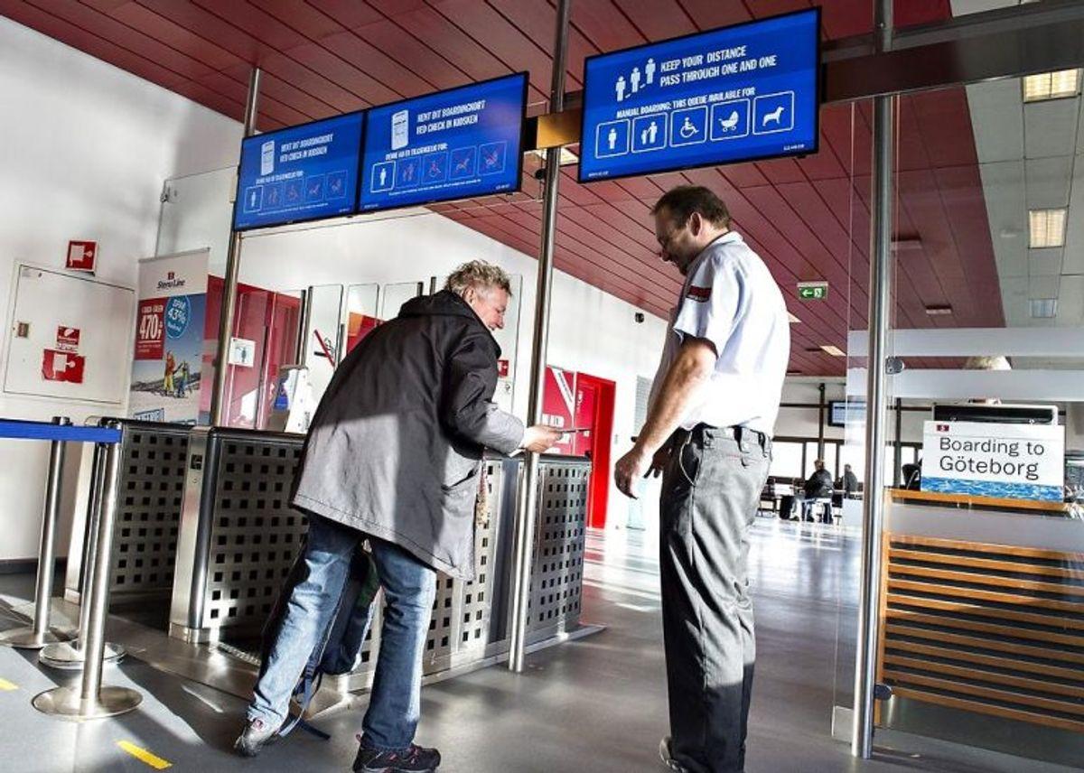 Når du rejser ind i Sverige skal du vise gyldig legitimation. Du skal fremvise billed-ID (eksempelvis pas eller kørekort). Som dansk statsborger skal du ikke fremvise pas ved indrejse i Norge, Finland og Island. Du skal dog stadig kunne legitimere dig selv på forlangende. Derfor er det en god idé at have pas med alligevel. foto: Simon Læssøe/ScanpixBelgien, Estland, Frankrig, Grækenland, Holland, Italien, Letland, Litauen, Luxembourg, Malta, Polen, Portugal, Slovakiet, Slovenien, Spanien, Tjekkiet, Tyskland, Ungarn og Østrig. Men da du skal kunne bevise dit statsborgerskab, skal du alligevel medbringe dit gyldige pas, når du opholder dig i et Schengen-land uden for Norden. (Foto: Scanpix)