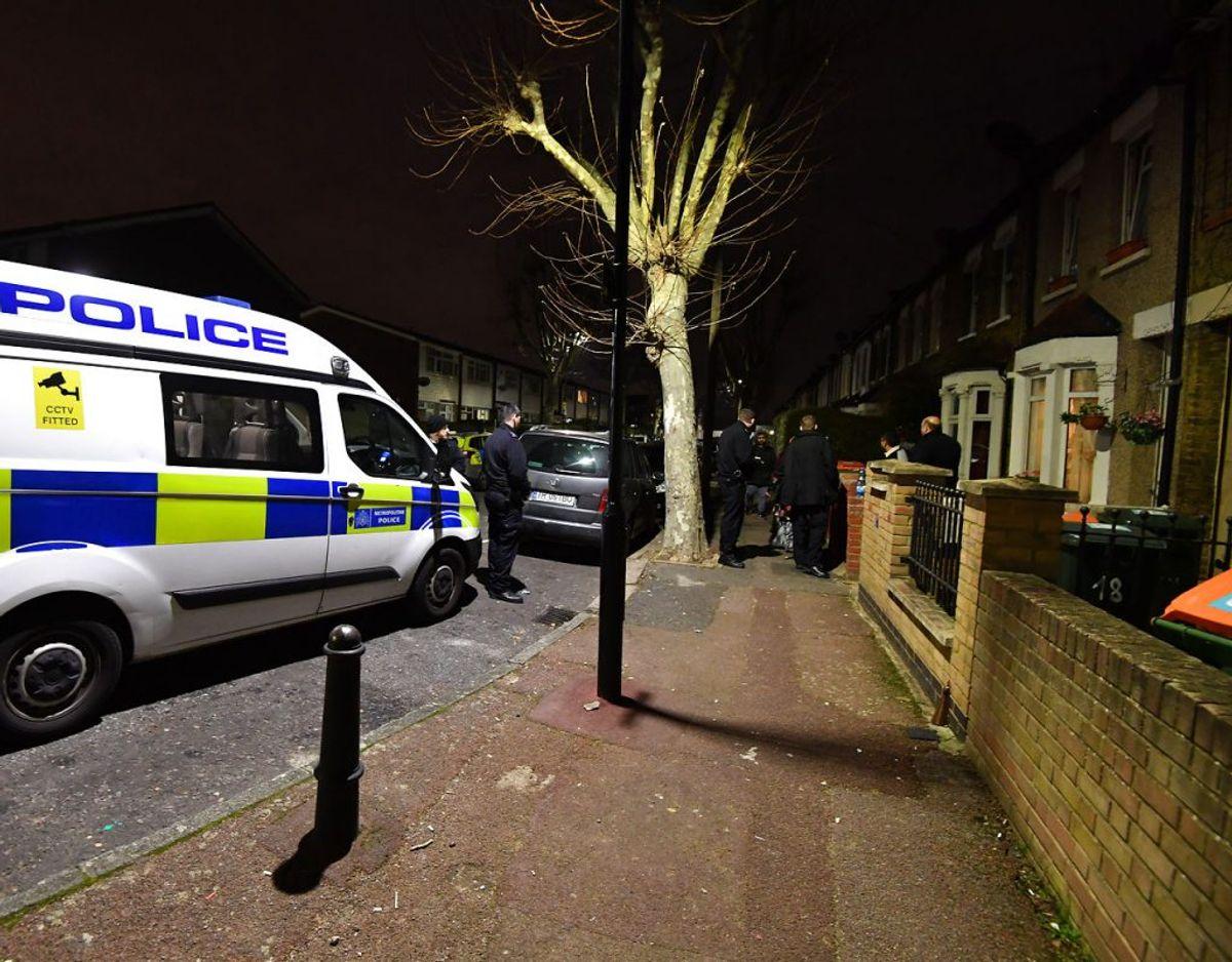 Pigen blev kidnappet fra en bil under et salg på Nine Acres Close i Newham i det østlige London. Først ved 22-tiden blev hun fundet igen. Foto: Scanpix