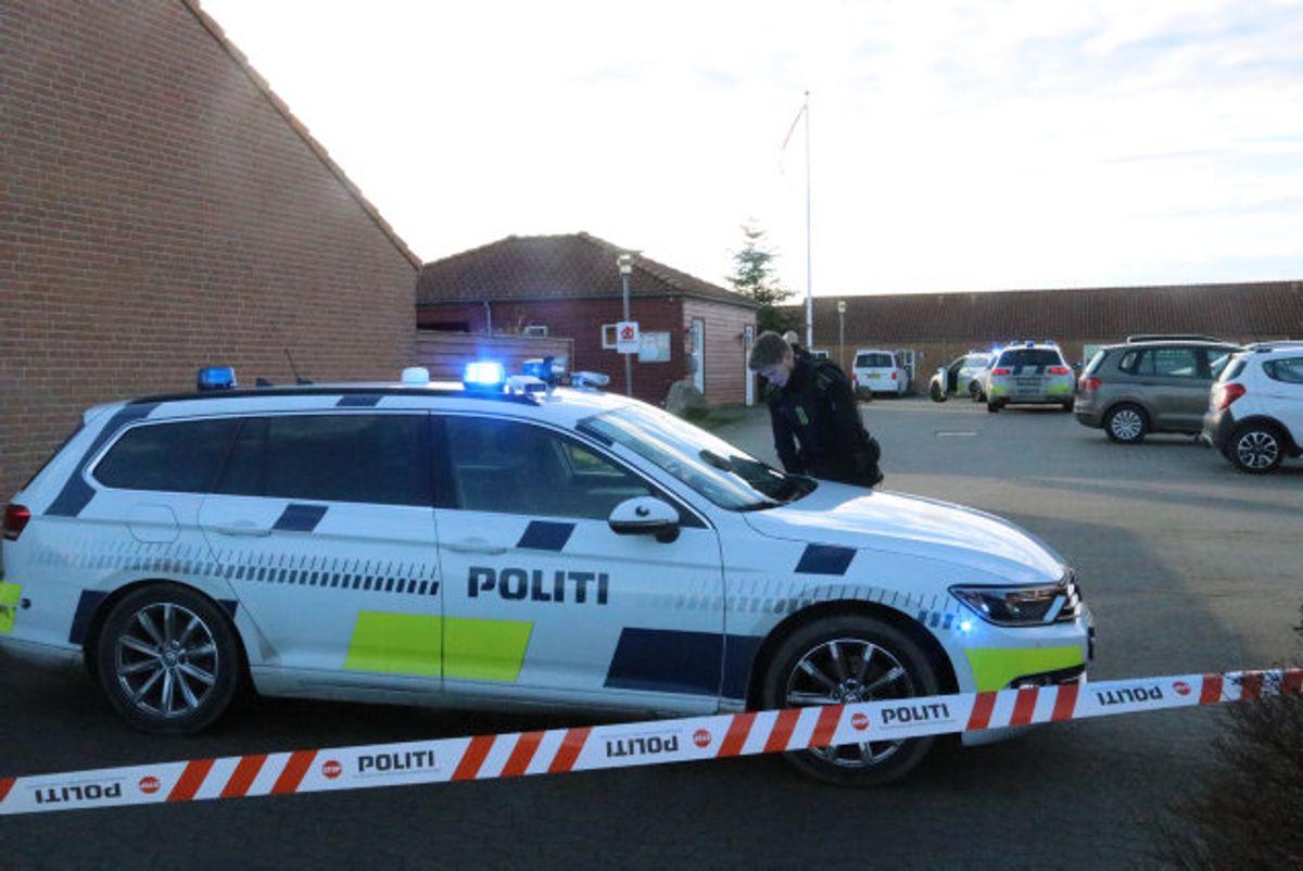 En 45-årig mand fra Hasselager blev lørdag eftermiddag anholdt i Tranbjerg syd for Aarhus. Foto: Øxenholt Foto. KLIK VIDERE OG SE FLERE BILLEDER.