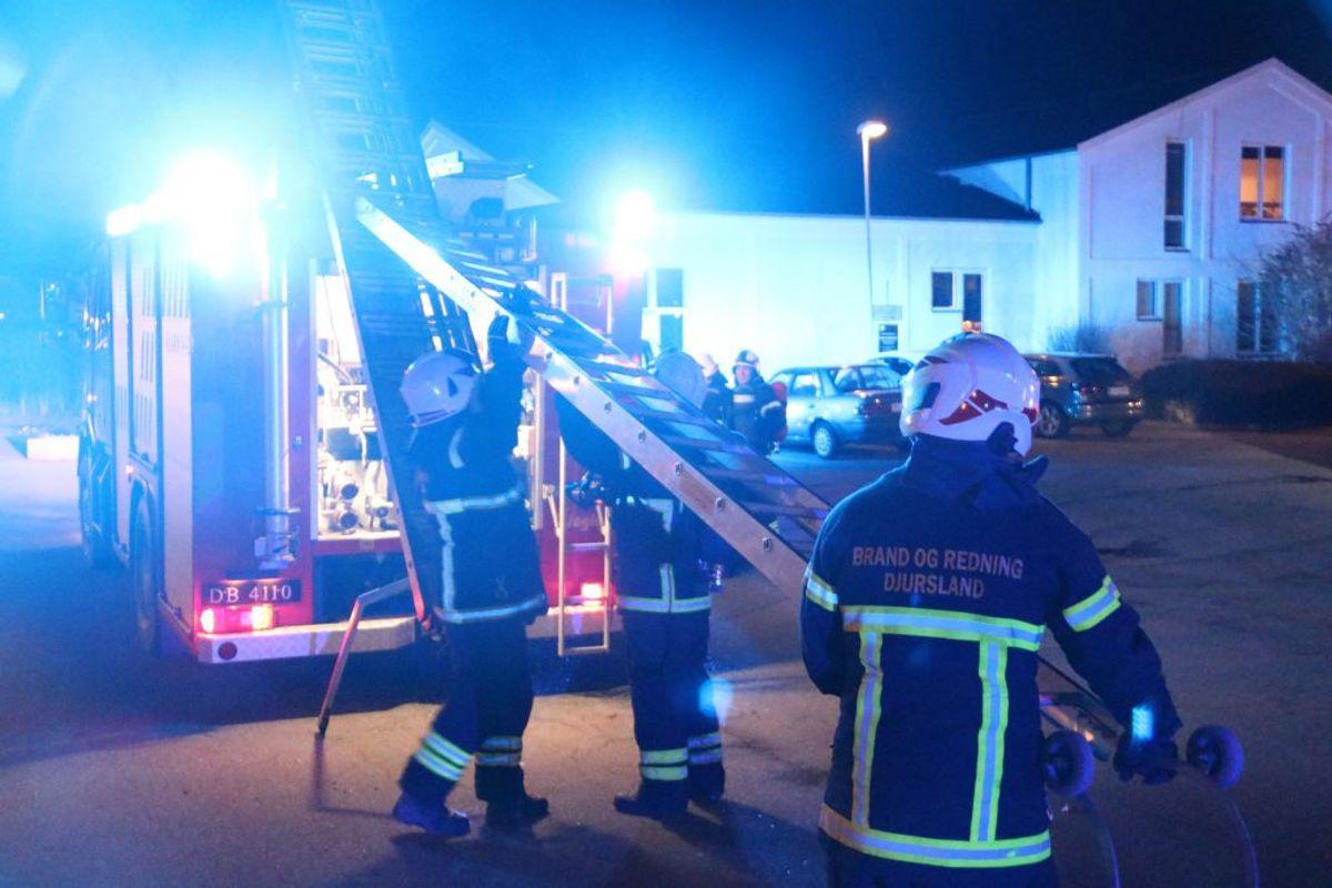 Der måtte iværksættes en større redningsaktion på kollegiet. KLIK FOR FLERE BILLEDER. (Foto: Øxenholt Foto)