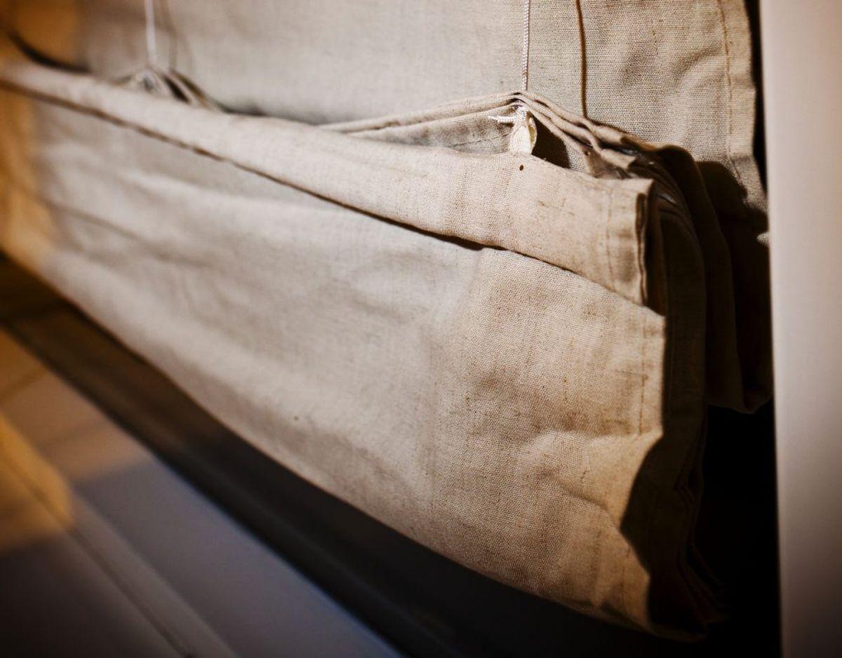 Træk gardinerne fra, og skru op for lyset i hjemmet og på arbejdet. Foto: Scanpix.